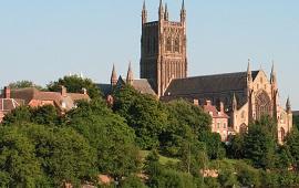 Worcester dil okulları