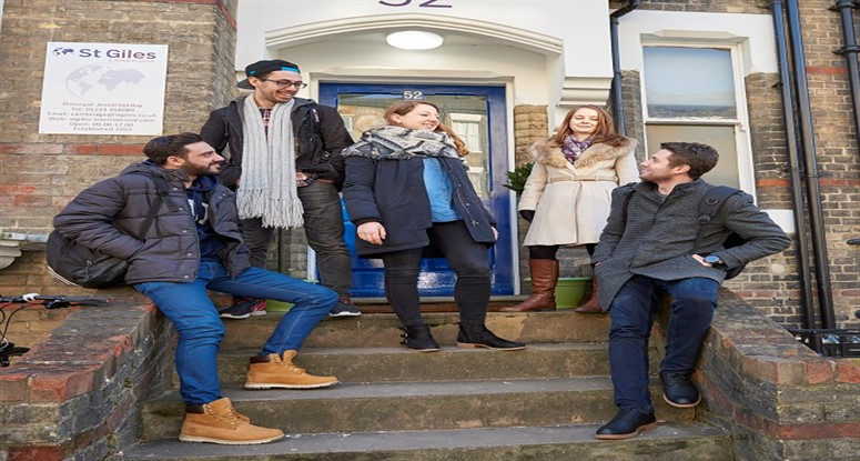 St Giles Cambridge dil okulu öğrencileri