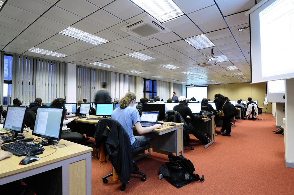 ingiltere-uk-egitim-kingston-university-3.jpg