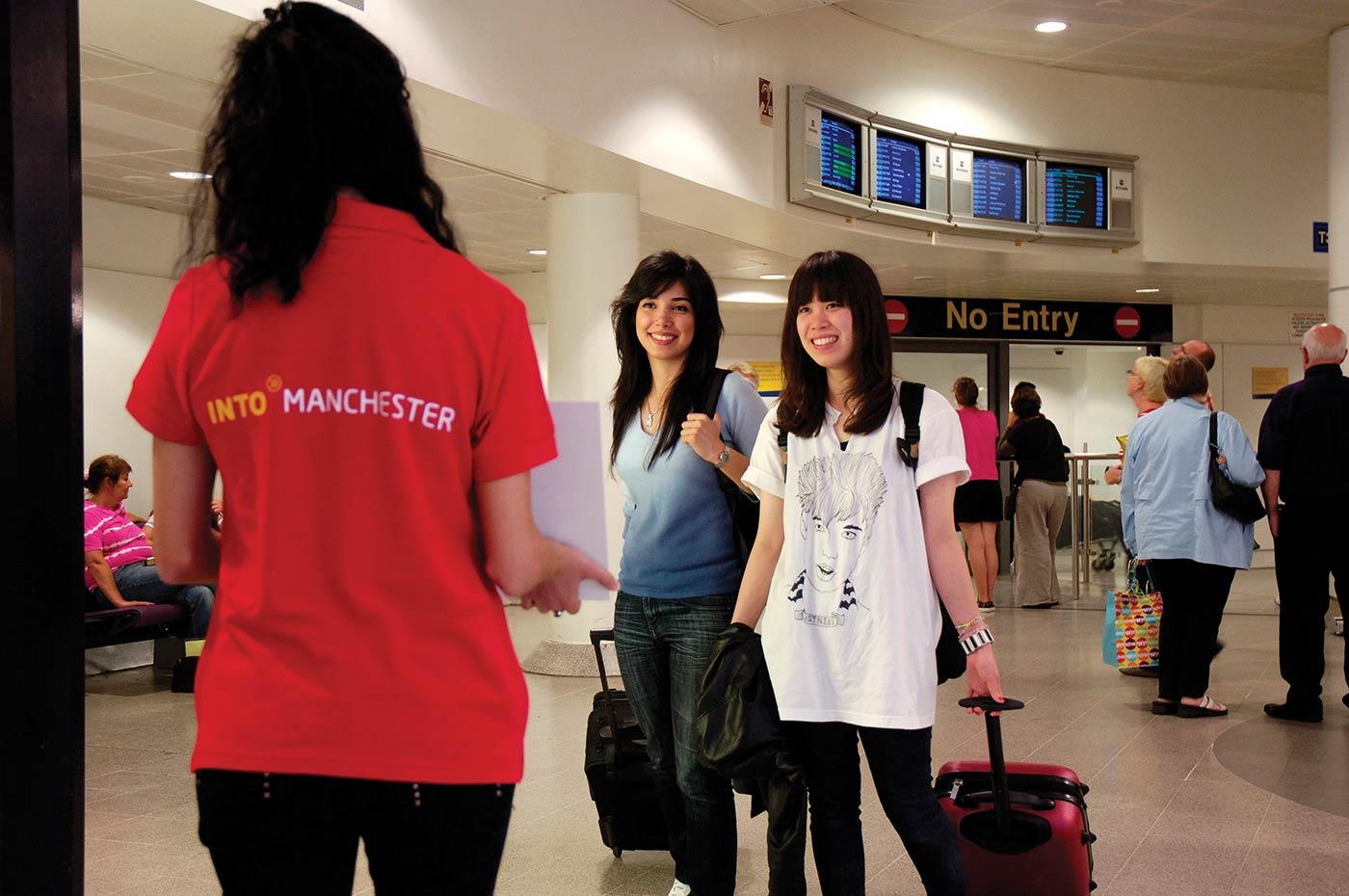 INTO-Manchester-dil-okulu-ingiltere-1.jpg
