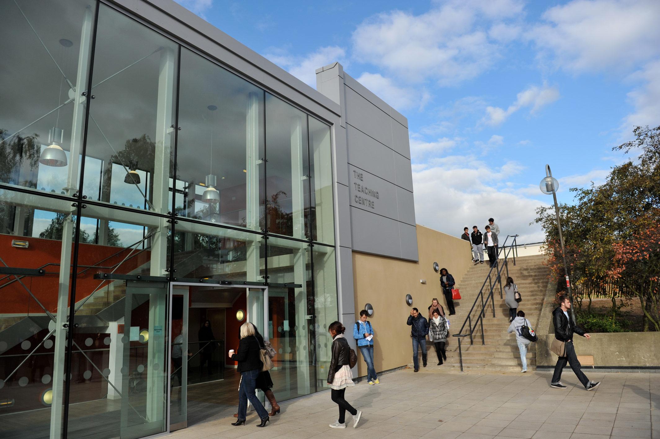 The-University-of-Essex-campus-ingiltere-lisans-okul-3.jpg