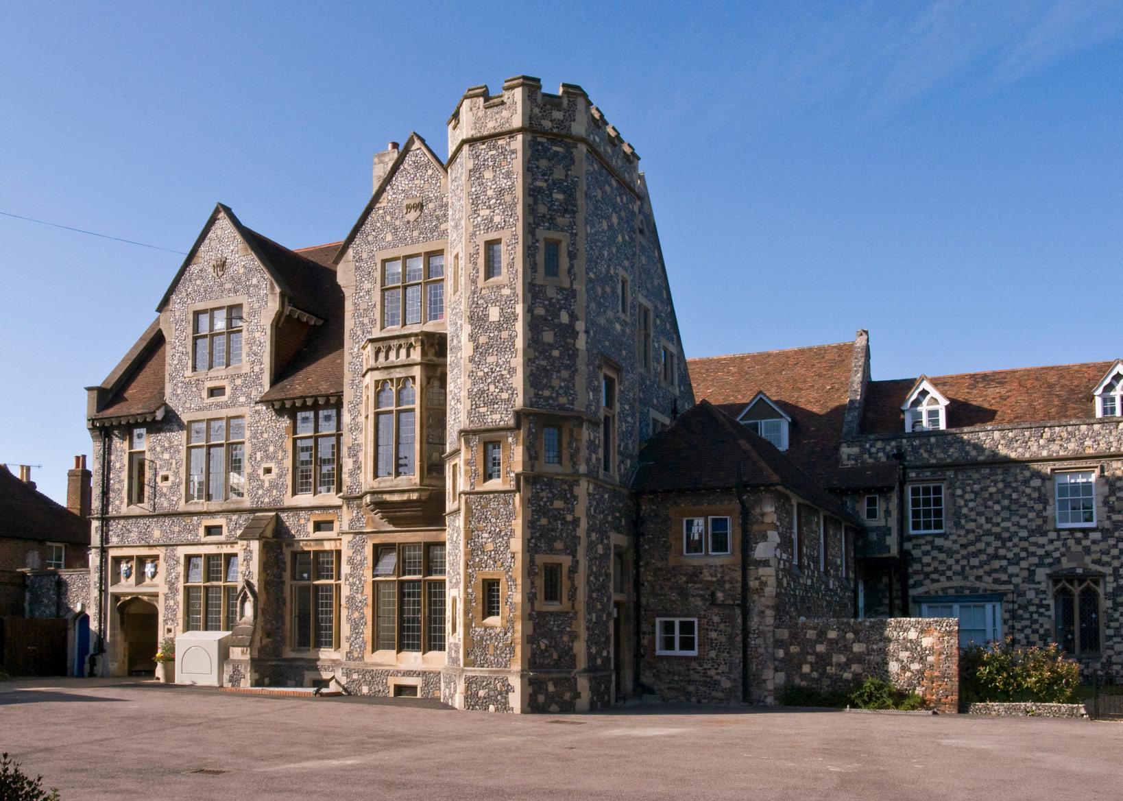 The-Kings-School-Canterbury-ingiltere-lise-egitimi-okulu-4.jpg